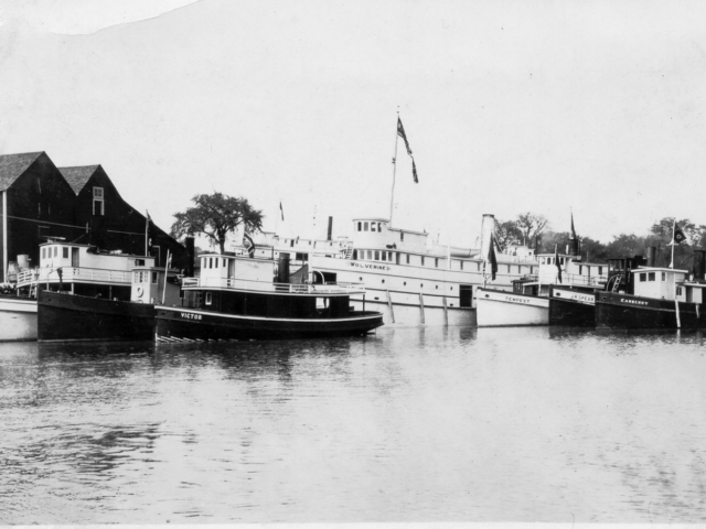 1920s Wolverine & tugs at Selkirk, ND