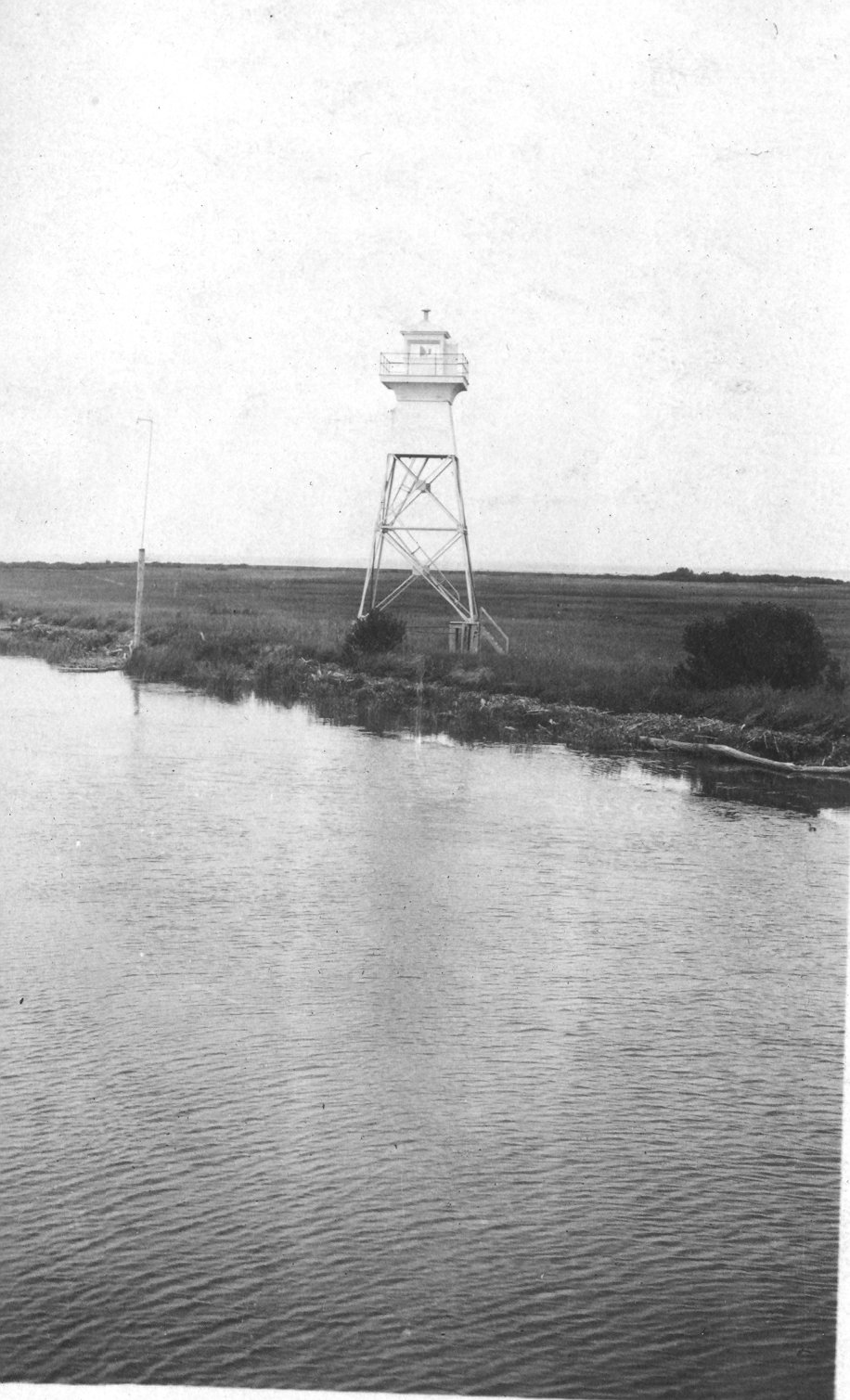 1922 East lighthouse at Red River mouth