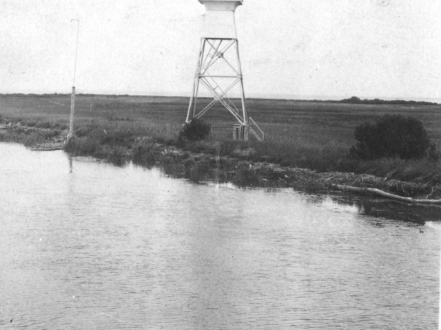 East lighthouse at Red River mouth, 1922