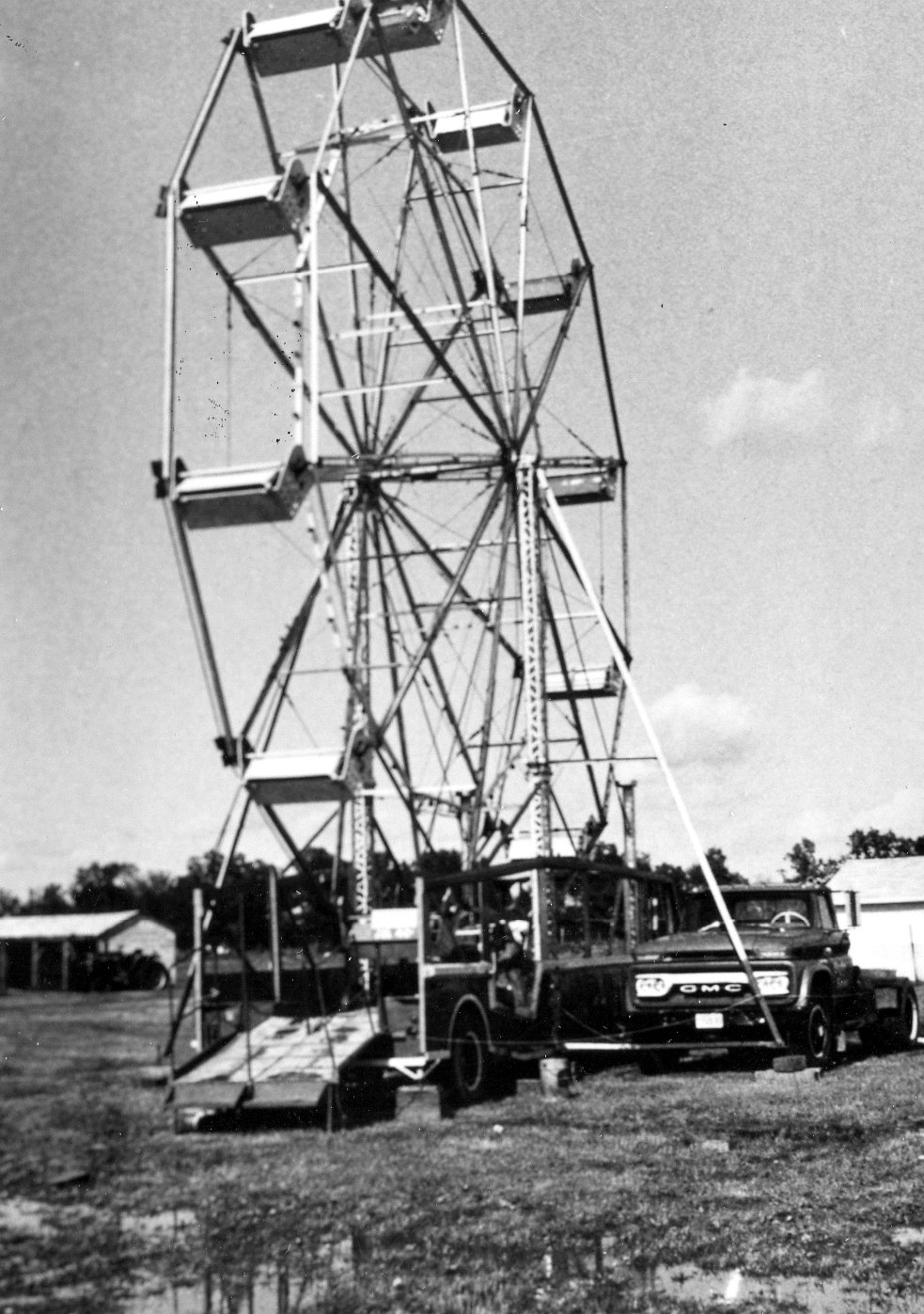 Wondershows owned by Henry Saluk. 44 ft ferris wheel with 24 person capacity