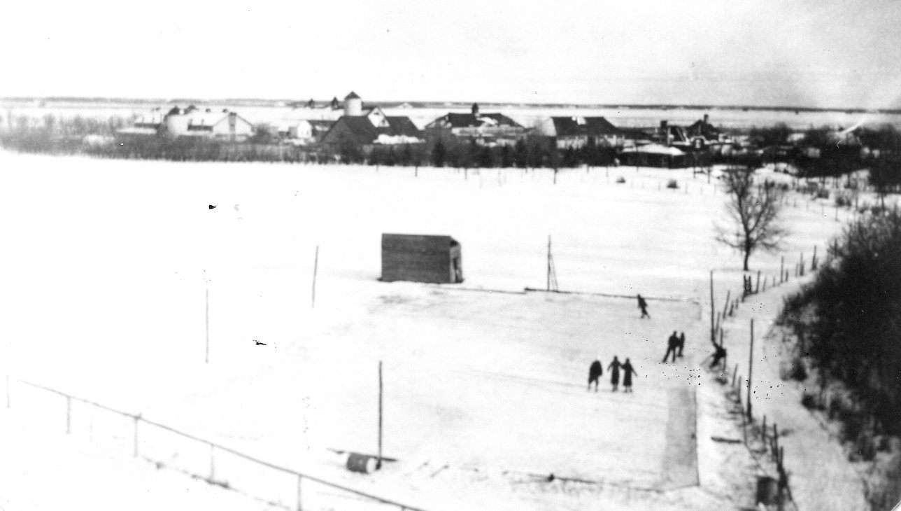 1935Hockey rink in East Selkirk Van Horne Farm in background, taken from CPR water Tank