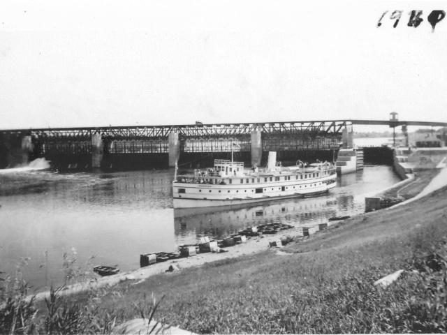Boat in locks 1940