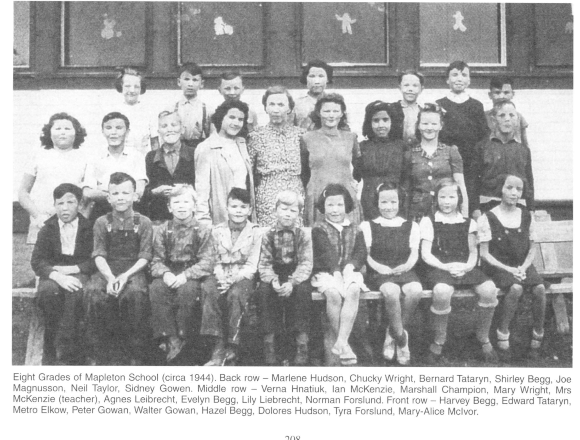 Mapleton School 8 grades 1944