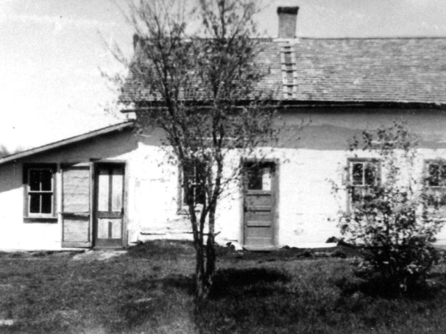 Ogamnoski house beside Arnold school at Libau
