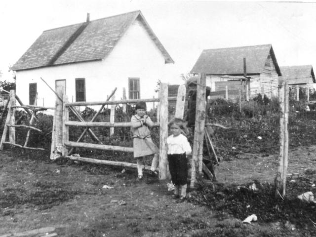 Parfaniuk's first log house 1928