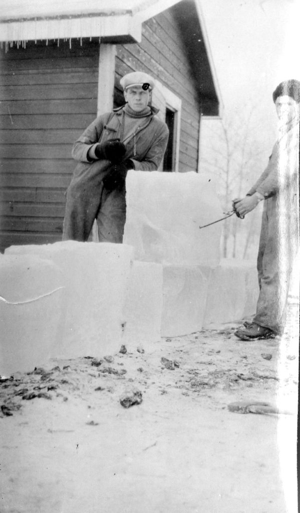 Putting up ice in the Sifton Ice House A.Verhuel