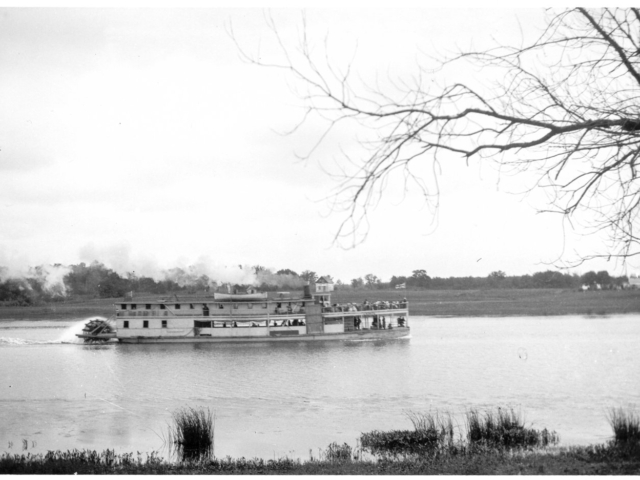 Sternwheeler on the Red River