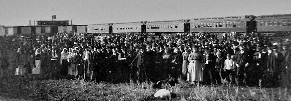 1903c Eastern European immigrants at the East Selkirk immigration shed.