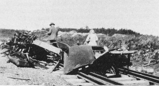 Train and Cars collision at Libau Station in 1927.