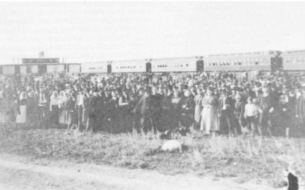 Immigrants coming to East Selkirk in 1899'.